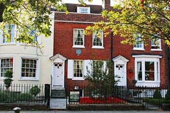Where was Charles Dickens born in Portsmouth